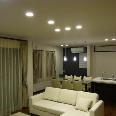 弊社で照明器具・カーテン・家具をトータルでコーディネートさせて頂きました。